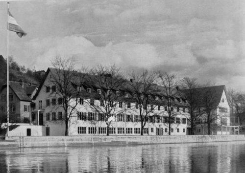"""""""Haus der Jugend"""" in Tübingen, in: Moderne Bauformen. . Monatshefte für Architektur und Raumkunst, 36 (1937), Heft 3 – März 1937, S. 124. Fotos: W. Moegle, Stuttgart."""